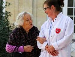 Pour une vie et une fin de vie dignes : accompagner les personnes âgées